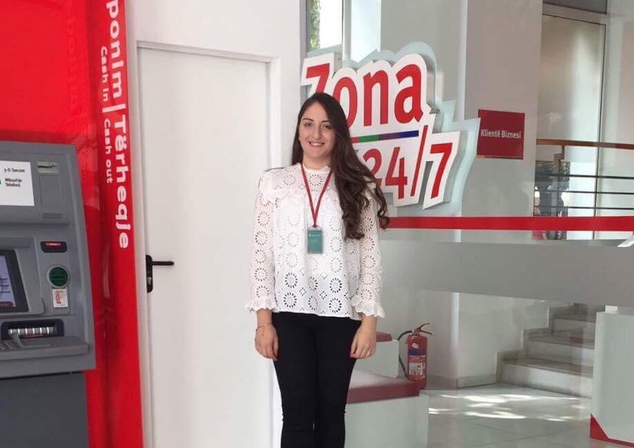 Studentja Diellza Muzlijaj përfiton nga partneriteti i UBT-së me bankën ProCredit