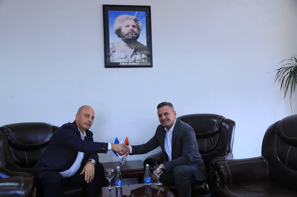 Diskutohen mundësitë e bashkëpunimit në mes të UBT-së, komunës së Skënderajt dhe Gjakovës