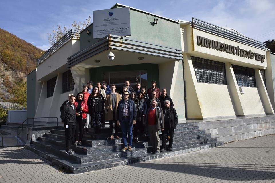Ekspertë dhe studiues nga shumë shtete të botës vizituan vende turistike në Kosovë (Video)