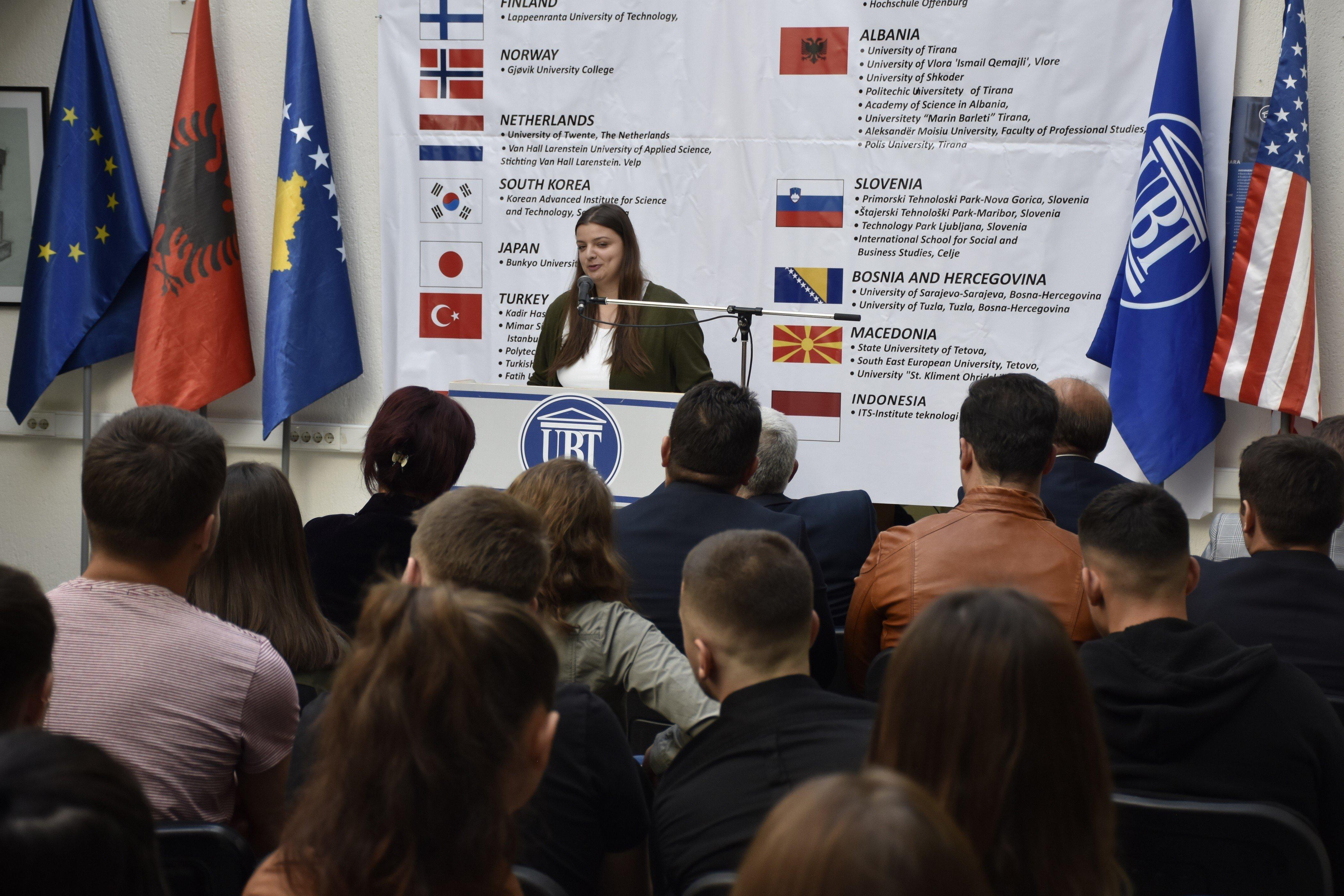 UBT pret studentët e rinj të shkencave shoqërore