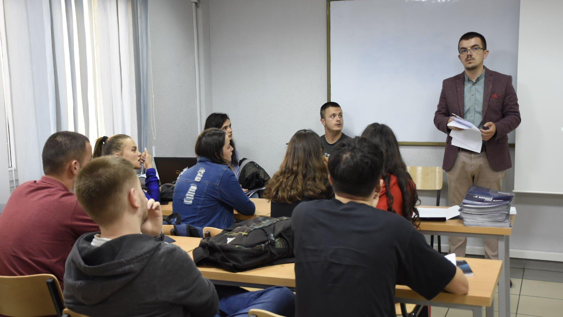"""Hakerë nga Kosova dhe rajoni, pjesë e garës për siguri kibernerike """"Hack Day Kosova 2018"""""""