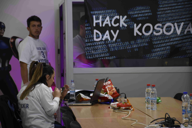 """Dhjetëra të rinj entuziastë hakojnë në garën për siguri kibernetike """"Hack Day Kosova 2018"""""""
