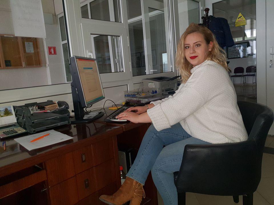 Studentja e Shkencave Politike, Teuta Agushi është punësuar në UBT