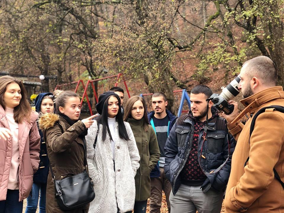 Studentët e Fakultetit Media dhe Komunikim zhvillojnë punën praktike në terren