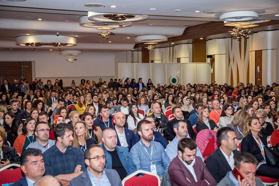 Profesorë e studentë të UBT-së, prezantojnë punime shkencore në Konferencën vjetore të Farmacisë