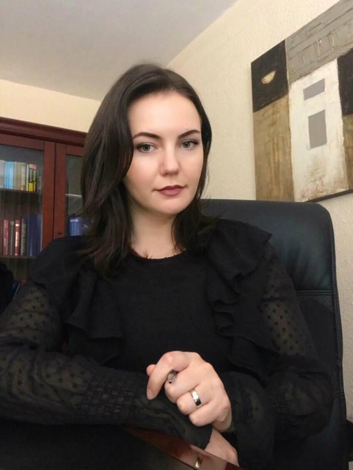 Studentja e UBT-së, Nora Grajçevci e punësuar në zyre ligjore