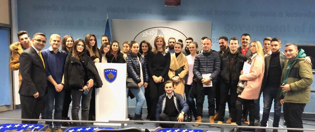Studentët e Shkencave Politike vizituan Qeverinë e Kosovës dhe Komunën e Prishtinës