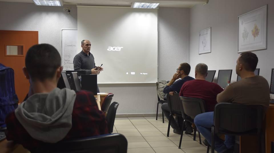 Në UBT po mbahet trajnimi për Sistemin e Informacionit Gjeografik (GIS)