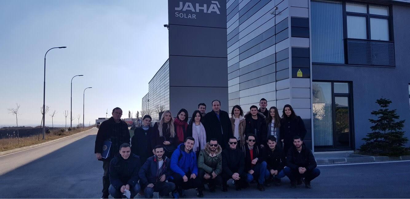 Studentët e UBT-së vizituan kompaninë Jaha Solar dhe panë në UNMIK efektin e punës së tyre