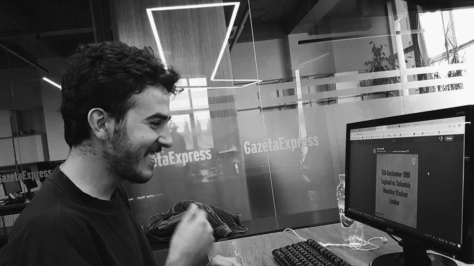Studenti Alban Hoxha punësohet në Gazetën Express
