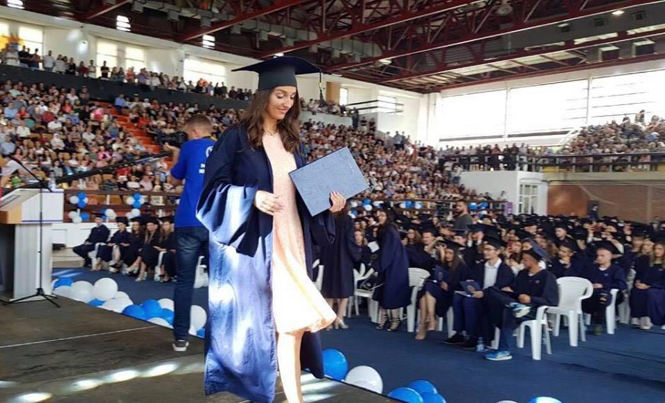 """Studentja e UBT-së, Djellza Hamza, e punësuar në Shkollën Digjitale dhe në """"QSI"""""""
