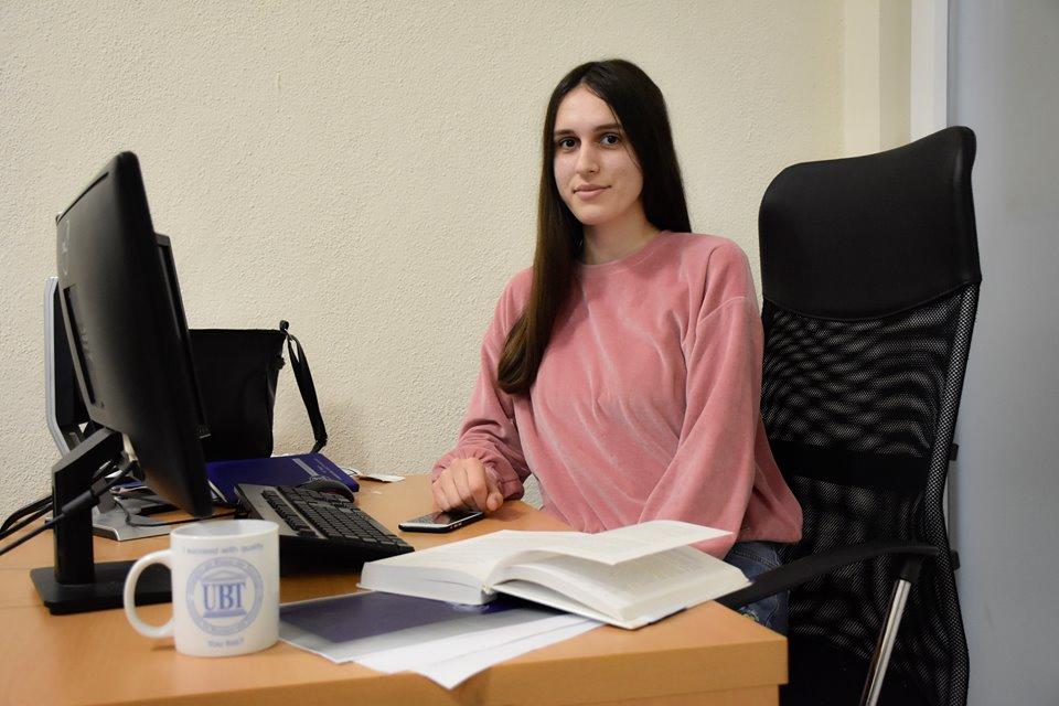 Studentja Dylbere Rrustemi fillon punën praktike në UBT