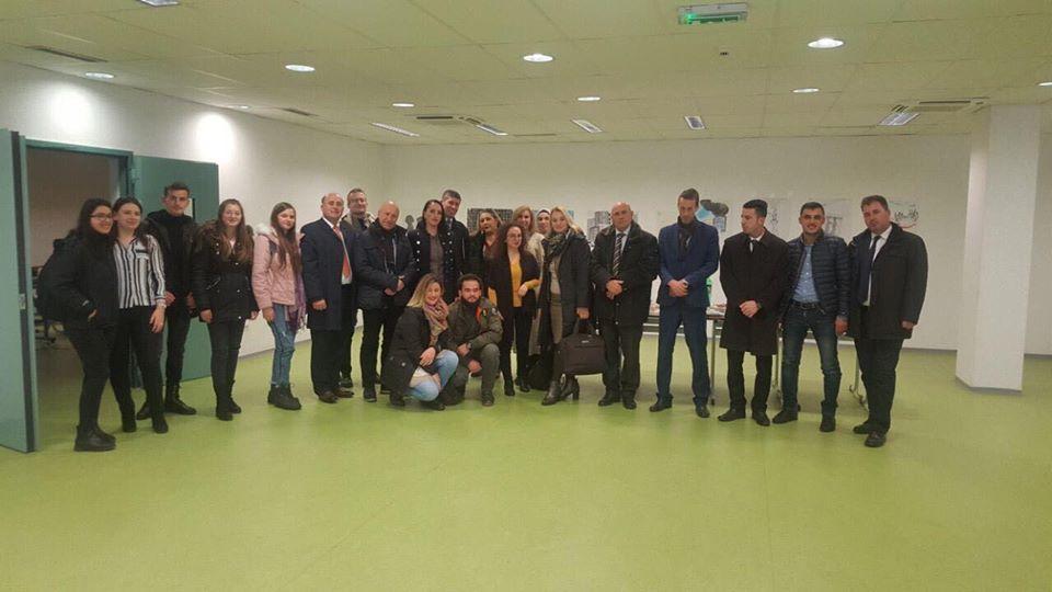 Profesorët në UBT, mbajnë ligjërata vetëdijesuese për çështjet mjedisore në Lipjan