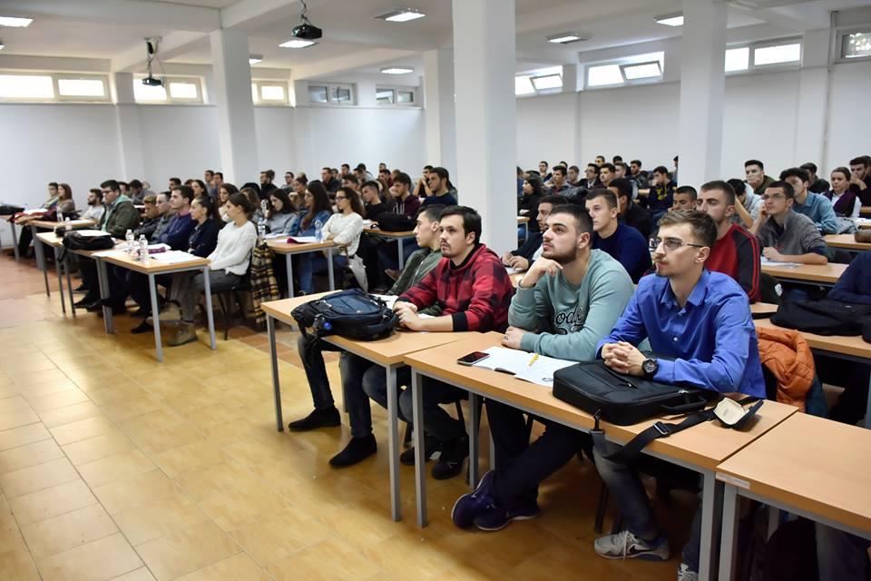 UBT, vend pune për qindra studentë të vet