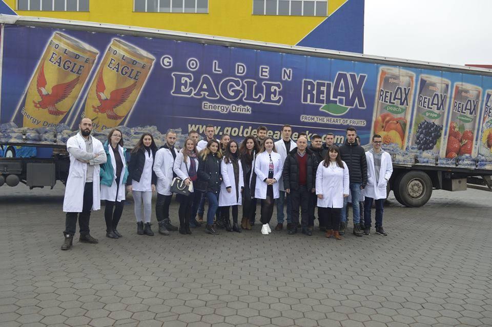 """Studentët e Fakultetit Shkenca të Ushqimit dhe Bioteknologji shohin procesin teknologjik të prodhimit të produkteve në """"Frutex"""""""