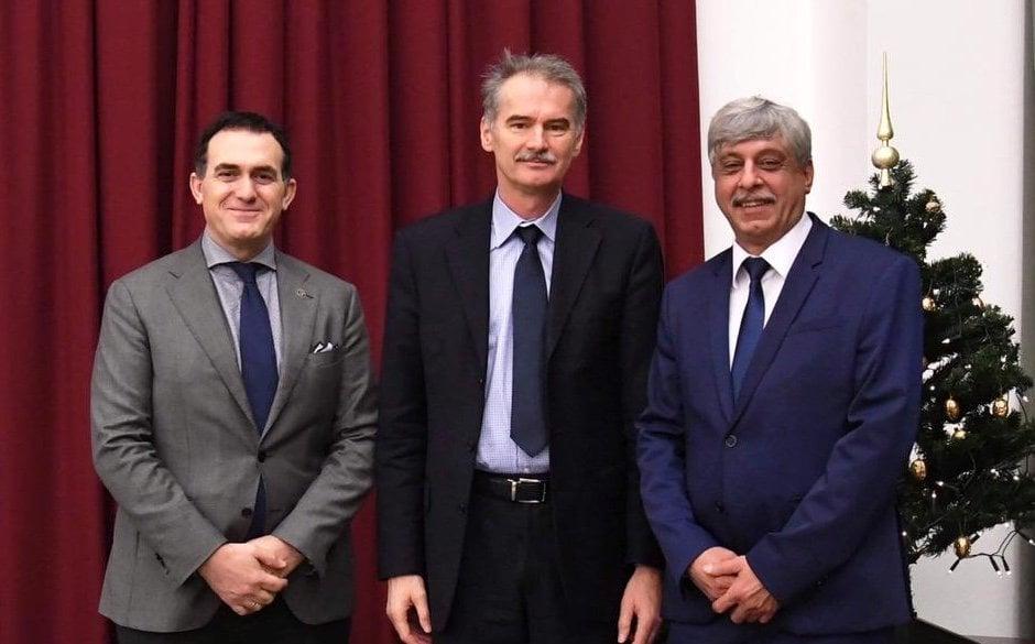 Szvent Istvan University i bashkohet UBT-së dhe BME-së në zhvillimin e mëtejshëm të Qendrës së Përbashkët Transformuese Kërkimore