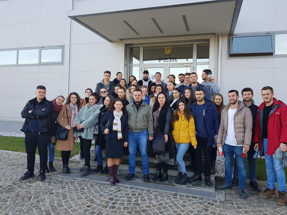 """Studentët e UBT-së vizituan fabrikën """"Birra Peja"""""""