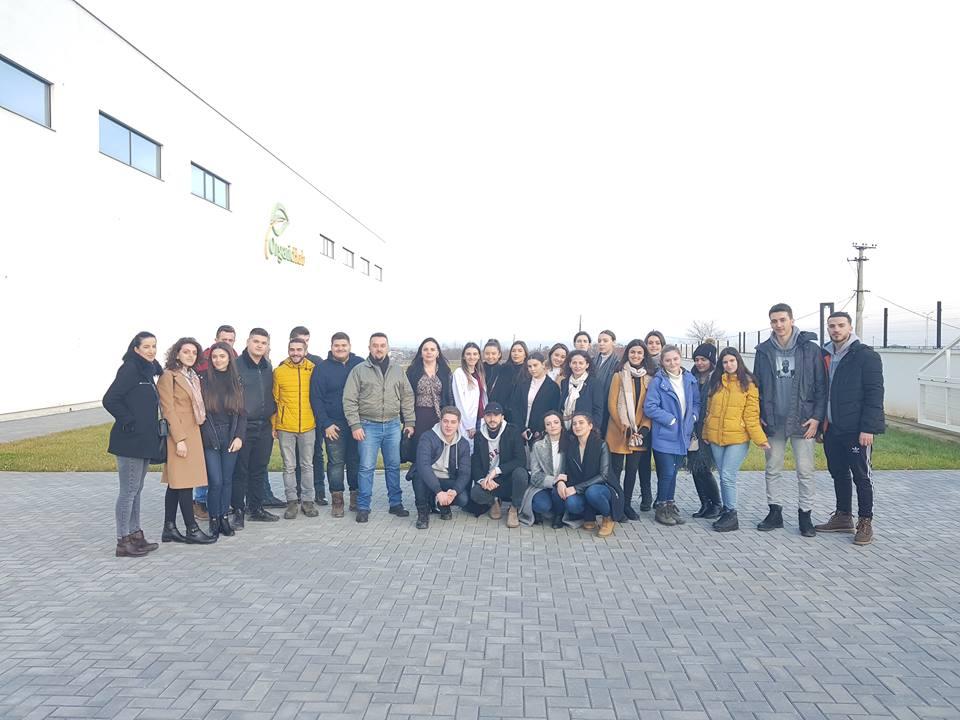 """Studentët e Shkencave të Ushqimit dhe Bioteknologjisë vizituan ndërmarrjen """"OrganicHerb"""""""