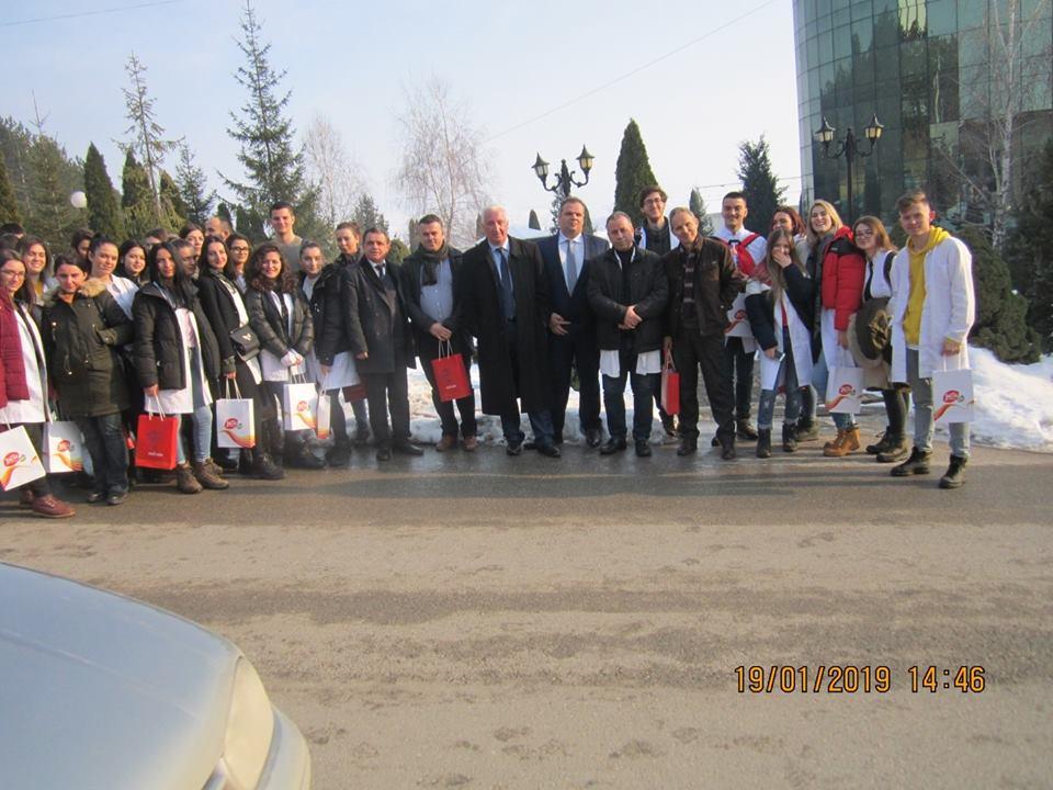 """Studentët e Shkencave të Ushqimit vizituan fabrikën e vajit """"Floil"""" në Gjilan"""