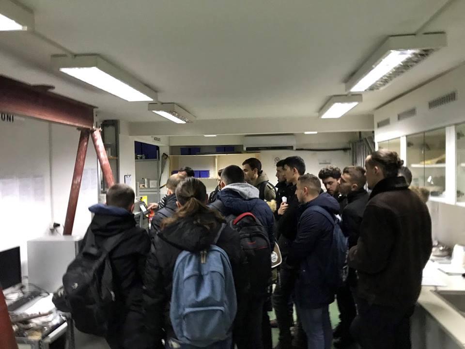 """Studentët e UBT-së vizituan laboratorin për testim të materialeve ndërtimore """"Proing"""""""