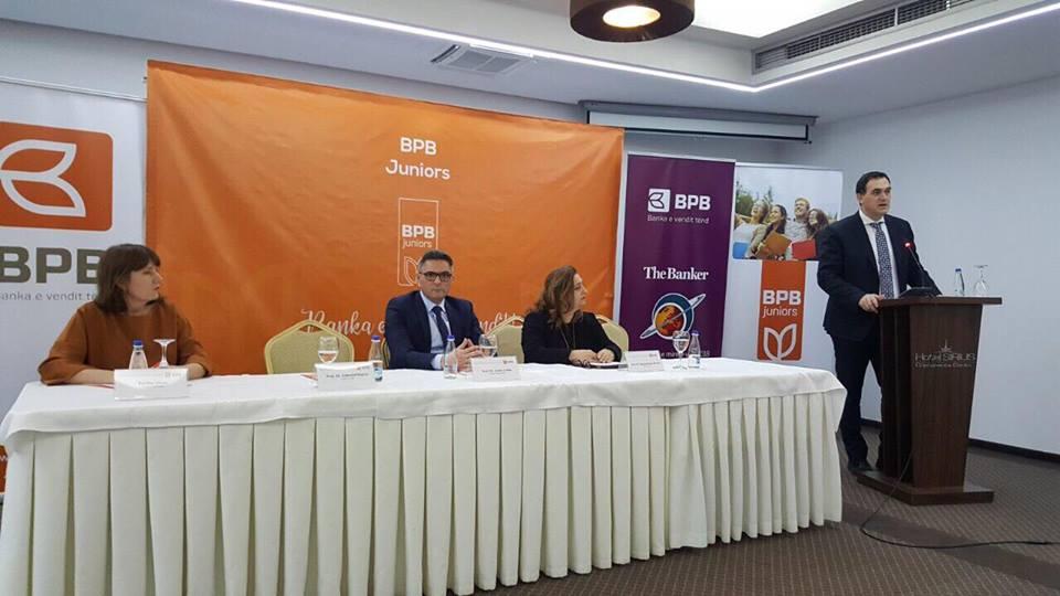 """Studentët e UBT-së, do jenë pjesë e programit """"Juniors 2"""" të Bankës për Biznes (BPB)"""
