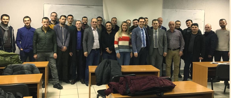 Udhëheqësi i Sistemit të Rrjetit Sizmik të Kosovës ligjëron para studentëve të UBT-së