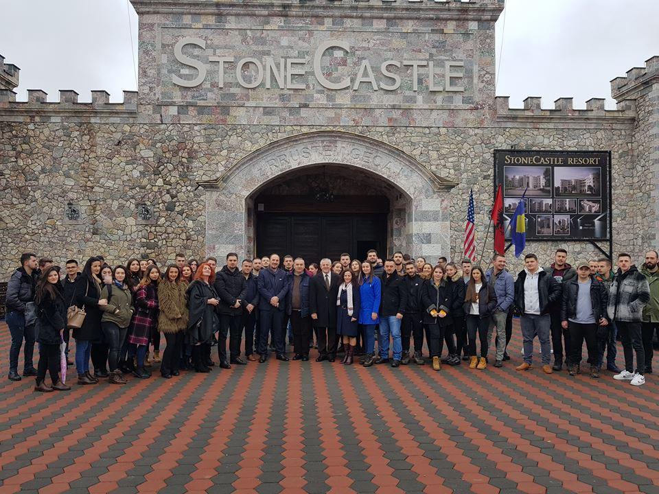 Studentët e UBT-së vizitojnë ndërmarrjen prodhuese ''Stone Castle'