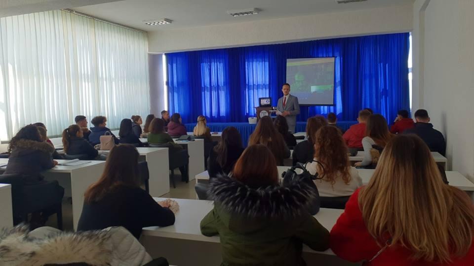 Specialisti i Radiologjisë në Zvicër, Dr. Flamur Mushica ligjëron për studentët e Infermierisë