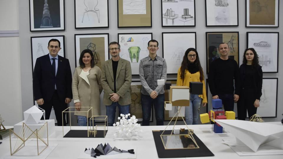 """Rreth 500 punime të studentëve të Arkitekturës shfaqen në ekspozitën """"When Art Meets Architecture"""""""