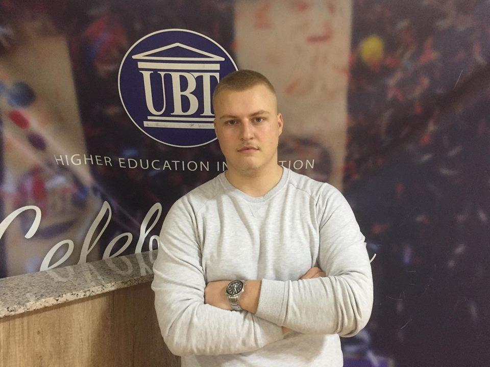 """Studenti i UBT-së, Freskim Jusaj fillon punën praktike në Bankën """"TEB"""""""