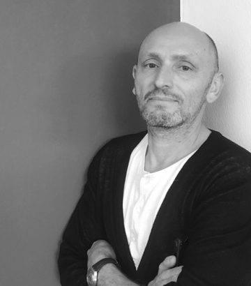 Skulptori dhe artisti i famshëm, Nir Alon, do të mbajë punëtori për studentët e UBT-së