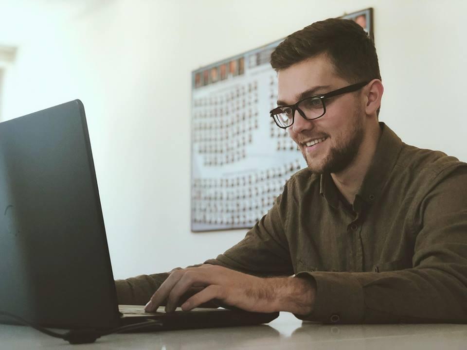 Studenti Uvejs Sermaxhaj i angazhuar në departamentin e Shkollave Profesionale në UBT