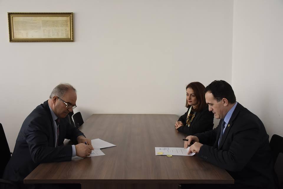 UBT dhe Këshilli Gjyqësor i Kosovës nënshkruajnë marrëveshje bashkëpunimi