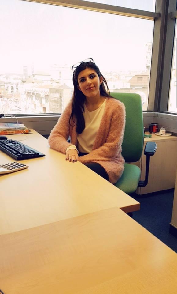 """Studentja e MBE-së, Elirjeta Beka vijon praktikën profesionale në bankën """"ProCredit"""""""