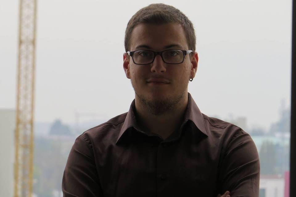 Studenti i UBT-së, bashkëpronar dhe drejtues i Shkollës Digjitale në Prizren