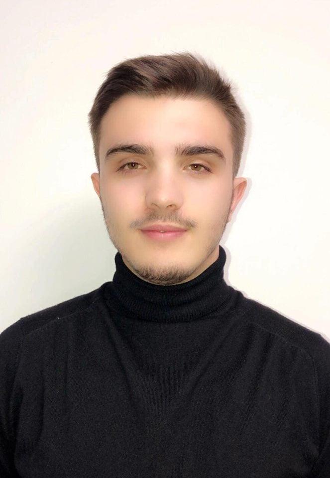 """Studenti i MBE-së, Argjend Rashiti analist kreditor në """"Finca"""" dhe kontabilist në kompaninë """"Gazi"""""""
