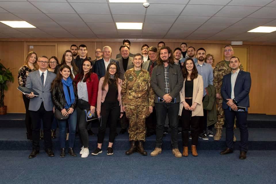 Të rinjtë nga Kosova e nga Serbia diskutojnë për sfidat e bashkëpunimit