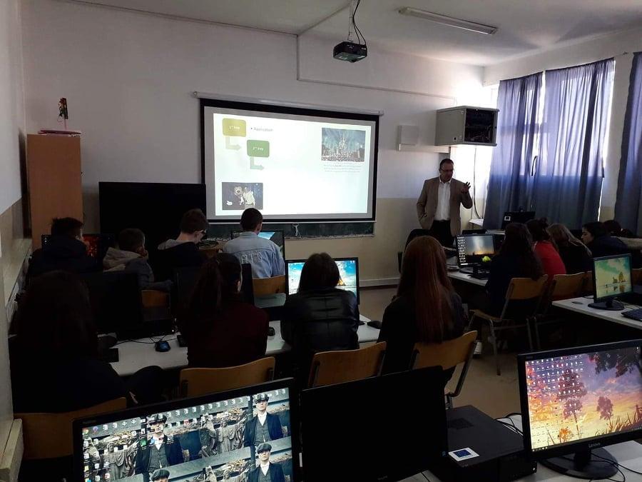 """UBT informon nxënësit e SHMU 2, në Vushtrri, për mundësinë e pjesëmarrjes në garën """"Microsoft Office Specialist"""""""