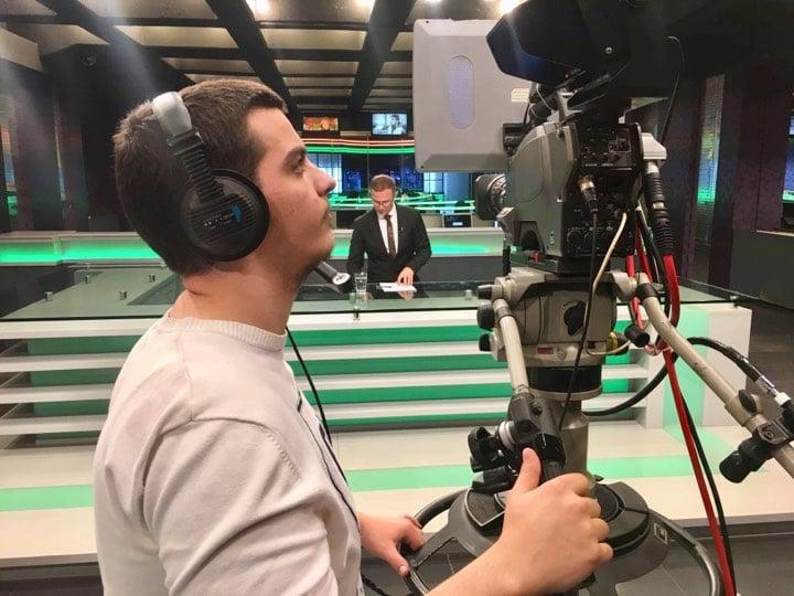 Studenti Aid Bërkolli fillon praktikën në RTV21