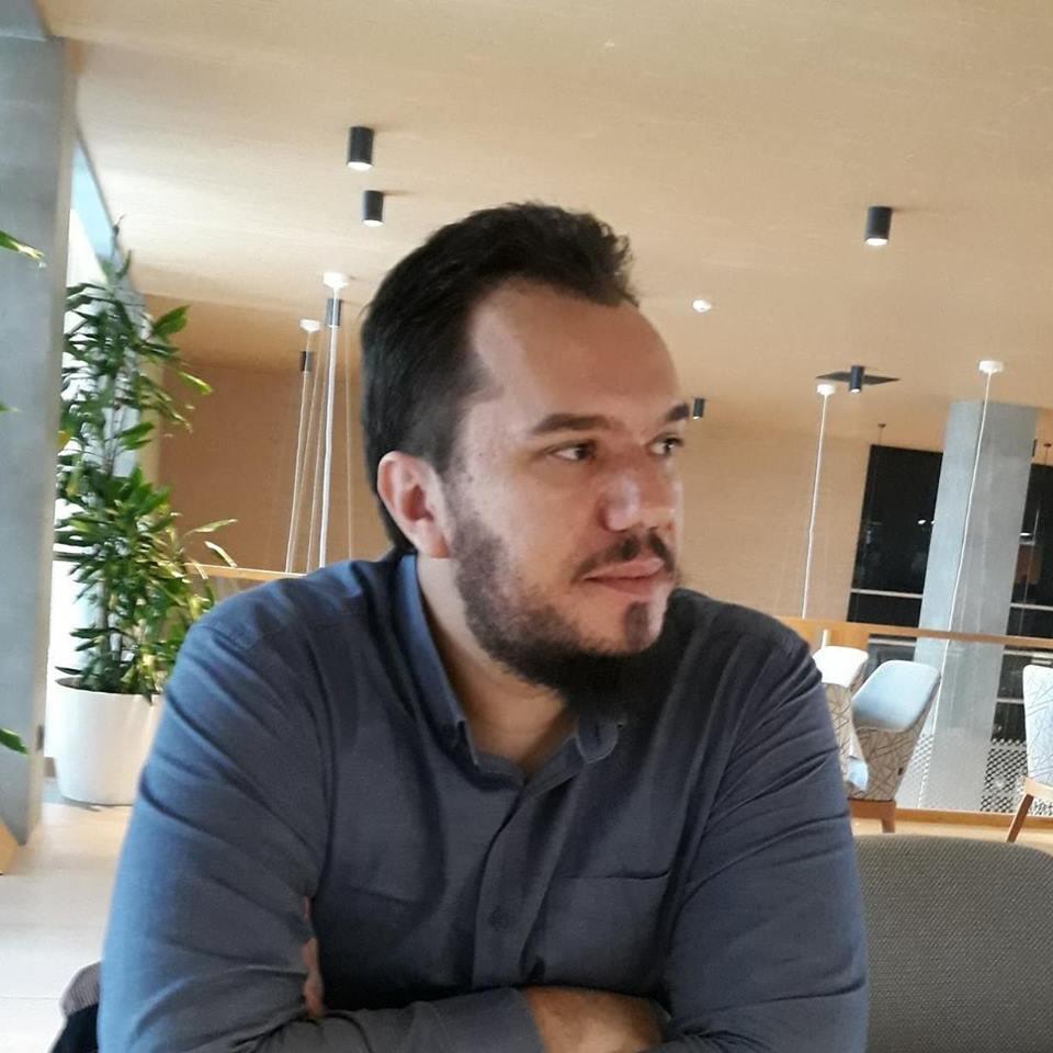 Ish-studenti Kastriot Gashi, inxhinier i softuerit në OSBE dhe trajner në kompaninë Abidat