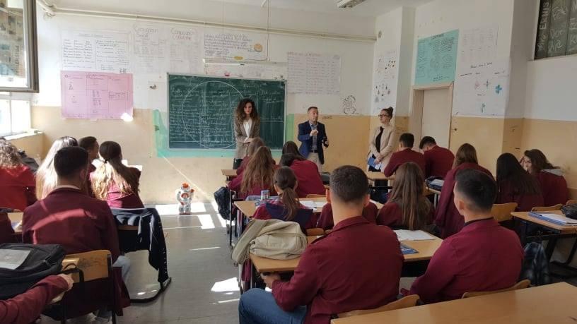 Qendra e Karrierës orienton në karrierë nxënësit e Prishtinës dhe Prizrenit