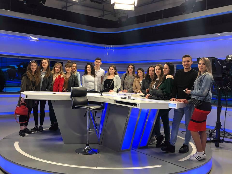 Studentët e gazetarisë vizituan Radiotelevizionin e Kosovës