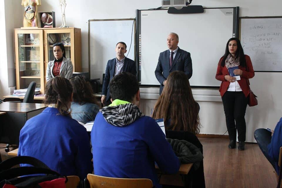 UBT orienton në karrierë maturantët e Gjilanit dhe Pejës