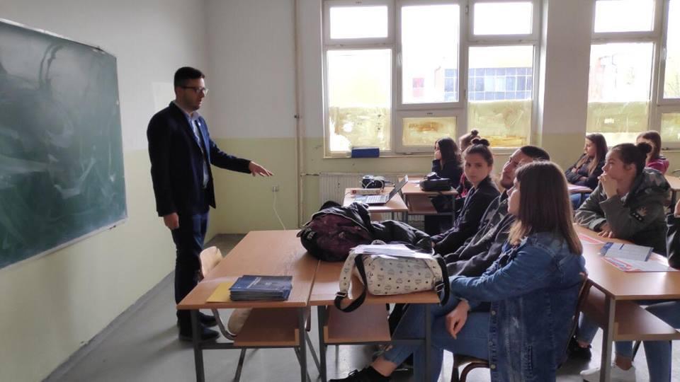 """UBT mbajti sesion informues për Garën Shtetërore """"MOS"""", në Gjilan"""