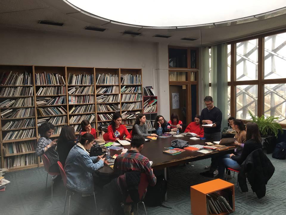 Studentët e Dizajnit të Integruar vizituan Bibliotekën Kombëtare të Kosovës