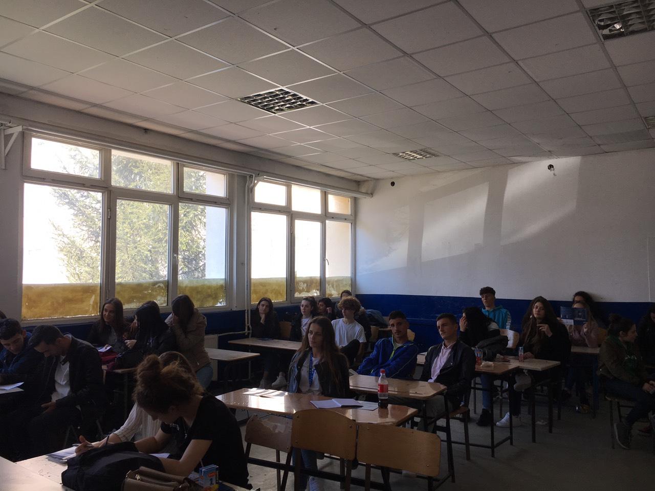 UBT ofron orientim dhe këshillim në karrierë për maturantët e Ferizajt