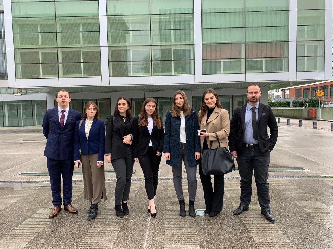 Studentët e UBT-së po marrin pjesë në garën më të madhe të fakulteteve të drejtësisë në botë, Willem C. Vis Moot Court