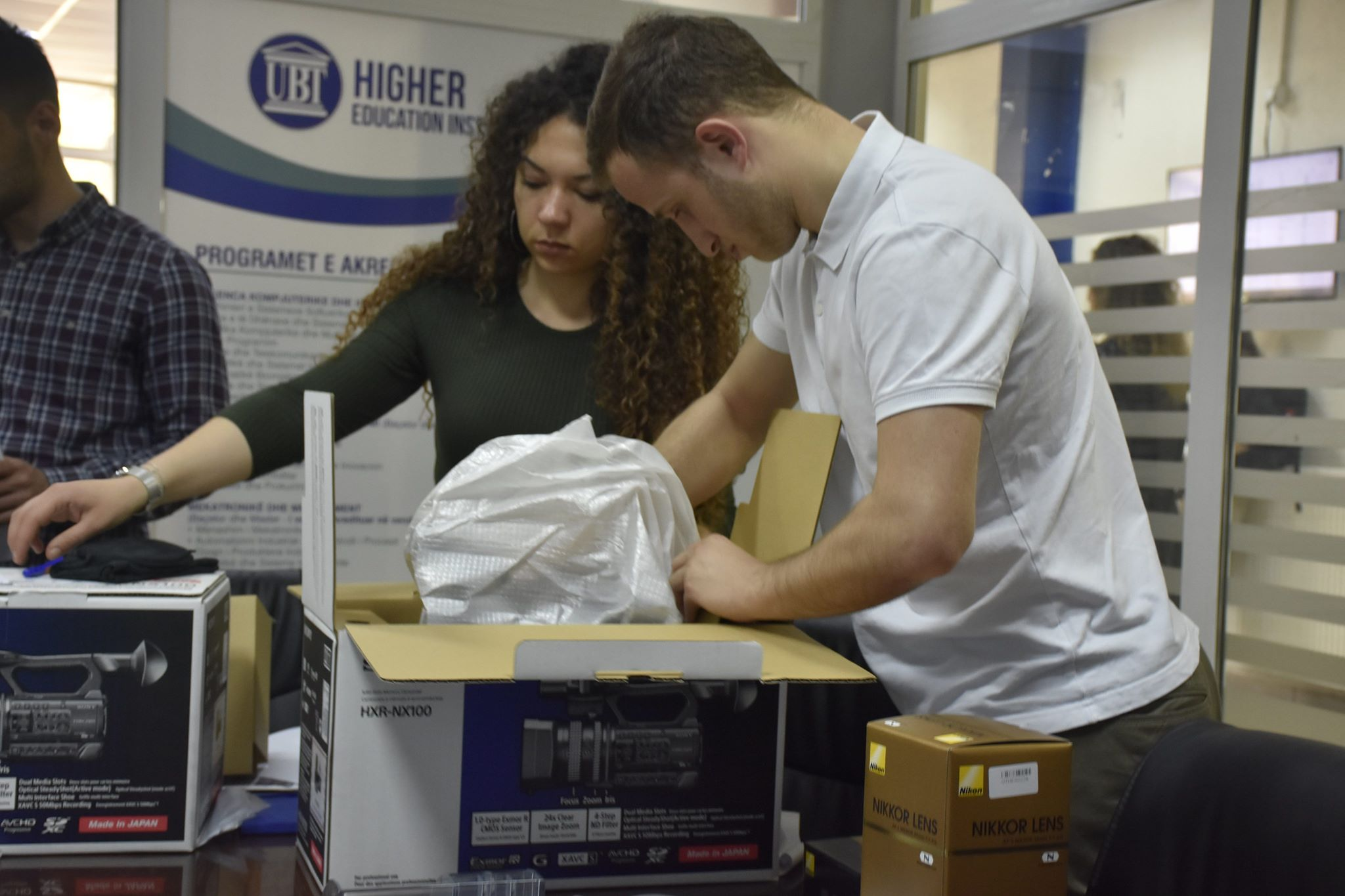 Përmes Erasmus+, UBT ka ngritur laboratorin më modern multimedial në Kosovë