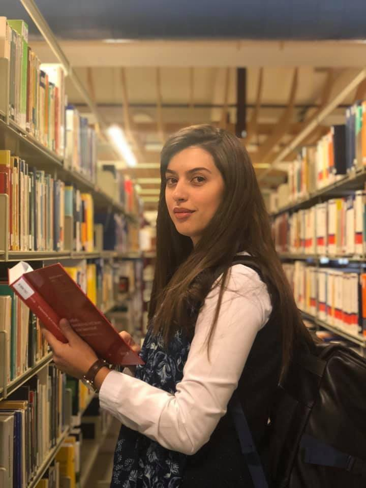 """Ish-studentja Dafina Isufi po i vijon studimet në Universitetin Shtetëror """"Johannes Kepler"""", në Austri"""
