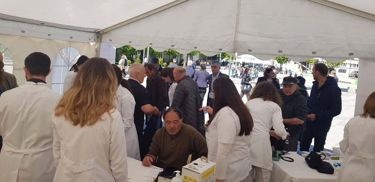 Qindra qytetarë të Prishtinës dhe Ferizajt patën mundësinë të marrin shërbime dhe këshilla mjekësore